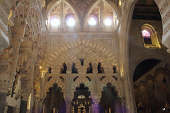 Materia y espritu. (elojeador) Tags: luz ventana monumento catedral reflejo mezquita rayo crdoba arco vidriera templo forma tamiz mezquitadecrdoba seryestar elojeador