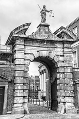 Gate of Justice into the Dublin Castle Courtyard - Dublin Ireland (mbell1975) Tags: ireland blackandwhite bw dublin irish castle justice gate europe king royal eu courtyard palace irland eire na queen georgian british portal tor residence schloss chteau irlanda irlande residenz knig bhaile ire cliath caislen knigliche tha poblacht airlann hireann