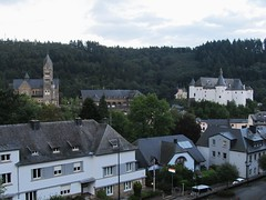 Clervaux, Luxembourg (Stewie1980) Tags: castle church canon evening view kirche powershot explore luxembourg schloss église château vue blick luxemburg clervaux lëtzebuerg schlass clerf sx130 kierch klierf cliärref sx130is canonpowershotsx130is