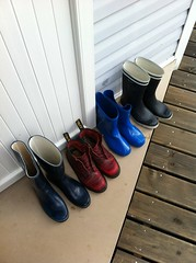 Au sec et au propre (leezen) Tags: cottage pluie bottes routedurockt2014