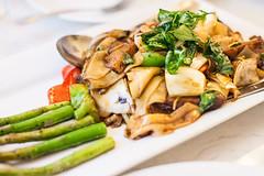 House Specialty (Culinary Fool) Tags: seattle dinner restaurant washington september asparagus thai vegetarian wa noodle 2014 madisonvalley culinaryfool arayasplace brendajpederson drunkenmushroom