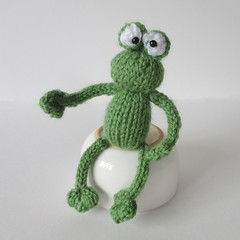 Frogs and Bugs (Knitting patterns by Amanda Berry) Tags: amanda boys make butterfly bug buzzy toys berry knitting pattern knit snail bugs frog fluff bee frogs knitted bumble flutterby fuzz creepycrawlies creepycrawly