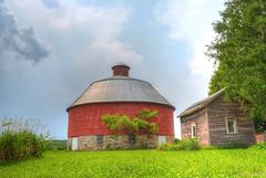 Milladore, Wisconsin Round Barn (newagecrap) Tags: wisconsin rural farming barns farms roundbarn woodcounty portagecounty wisconsinfarm woodcountywisconsin portagecountywisconsin wisconsinbarns wisconsinbarn wisconsinroundbarn milladorewisconsin