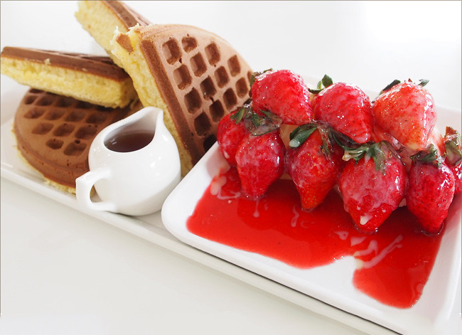 草莓冰淇淋鬆餅