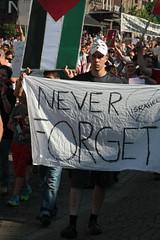 Never Forget (Toni Kaarttinen) Tags: man never guy suomi finland helsinki finnland serious palestine flag demonstration helsingfors demonstrators gaza forget finlandia demonstrate  finlande finlndia finnorszg finlanda finlndia  finnlando