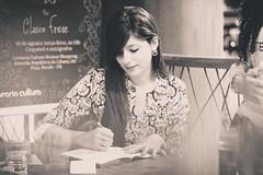 Lançamento do livro Pó de Lua por Clarice Freire - Recife (Americo Nunes) Tags: book signature livro cultura assinatura livraria lançamento escritora intrínseca américonunes pódelua claricefreire