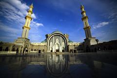 Masjid Wilayah Persekutuan (gigiek) Tags: blue building lens muslim wide mosque korean malaysia masjid wilayah samyang landspae