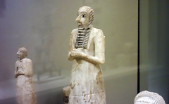 Standing male worshipper (side), Tell Asmar