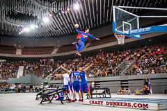 Superman exists and he can fly - Crazy Dunkers (Laurent L Quan Tho photographies) Tags: sport basket superman brest inauguration balon spectacle finistre dmonstration sporthall brestarena complexessportifs