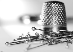 ... needle ... (wolli s) Tags: hmm macromondays monday mondays macro makro nadel needle thimble bw