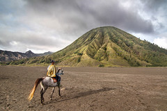 Bromo, Indonesia (pas le matin) Tags: rider horse cheval cavalier landscape bromo indonesia indonésie world travel voyage paysage asia asie crater volcano volcan mountain montagne southeastasia canon 7d canon7d canoneos7d eos7d