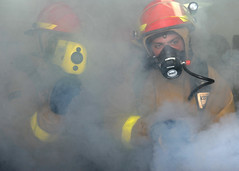 Sailors fight a simulated fire. (Official U.S. Navy Imagery) Tags: pacificocean