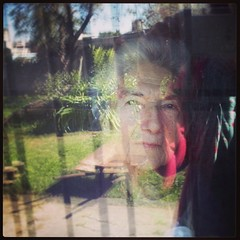 El superclasico del domingo: la abuela en la ventana. ( Tangerine ) Tags: square squareformat unknown iphoneography instagramapp uploaded:by=instagram