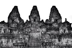 infected by tourists (paddy_bb) Tags: travel bw temple asia cambodia kambodscha khmer ngc ruin siemreap angkor prerup khmertemple 2013 nikond3100 paddybb