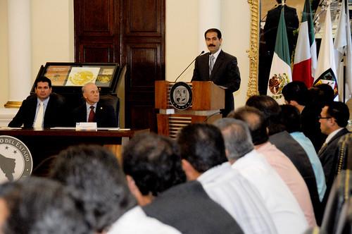 El Gobernador Guillermo Padrés entregó recursos por más de 40 millones de pesos para infraestructura deportiva a 13 municipios.