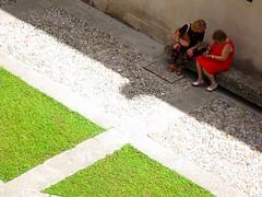 IMG_2206 - donne (molovate poco presente) Tags: people woman verde persona casa donna erba cellulare pietra telefono prato arancione telefonino cortile verdi sasso sedile ciottolo abatellis saduta volate tafme molovate galleriaregionaledellasicilia