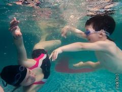 Underwater dancers (My View 0.o) Tags: family familia swimming kid underwater dancers dancing fingers mother bubbles highlights cutie swimmingpool dedos sharing motherhood nio reflejos googles burbujas maternidad bailarines nadadores antiparras subacutico