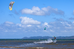 Kitesurfing in Bahía Salinas, Guanacaste, Costa Rica (natugraphy) Tags: beach sea ocean playa oceano mar kite cometa papalote kitesurf kitesurfing surf surfing surfeador wind viento sky cielo nubes clouds costarica centralamerica america guanacaste vacation travel tropical extremesport adventure