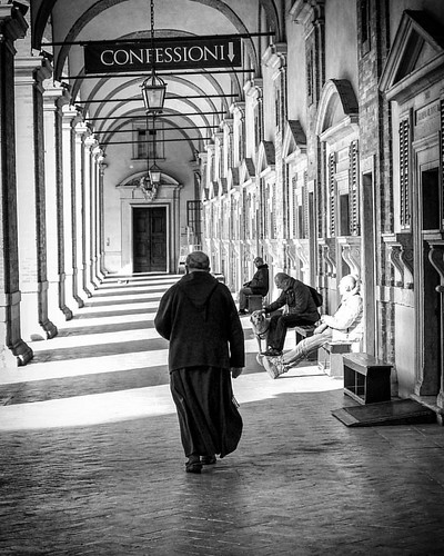 Back to #Loreto, part 2. #Italia #italy #Marche #catholic #franciscan #friars #churches #architecture #street #blackandwhite