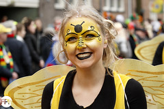 Maya the Bee (Frankhuizen Photography) Tags: maya bee groeëte rogstaekers optocht weert netherlands 2017 street straat fotografie photography candid de bij maja grote carnaval carnival vastenavond vastelaovond portrait portret woman vrouw lady smile glimlach smiling ncg