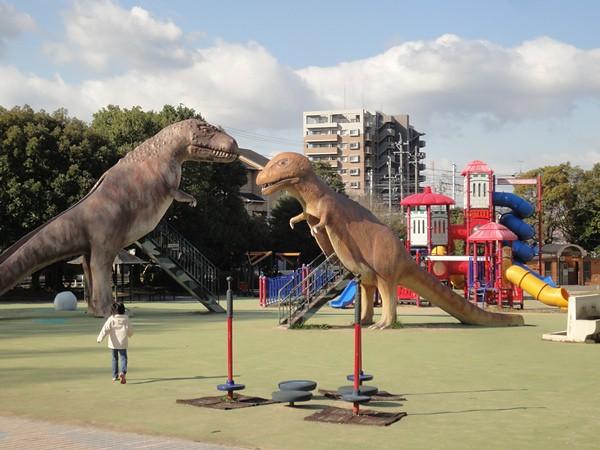 すぐ近くには恐竜広場があります。|大高緑地