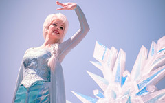 Frozen | Into the Magic (chris.alcoran) Tags: lighting chimney anna white snow color ariel water colors canon court project mouse photography eos three frozen king dancers princess time little disneyland pirates magic mary lion royal bert tinkerbell disney mickey parade frog peter step aurora captain coloring belle monkeys pan cinderella minnie tiana hook mermaid aladdin flappers rapunzel elsa cymbal mickeys drumline 6d poppins sweepers soundsational cablers intothemagic