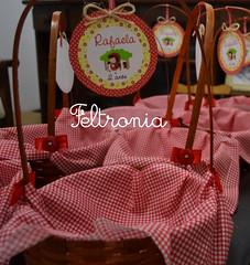 Detalhes da cestinha! (Feltronia by Bia Leira) Tags: infantil festa ms lembrancinhas chaveiros chapeuzinhovermelho feltronia bialeira