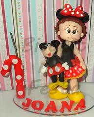 Topo de bolo Menina com Mickey (Atelier Biscuit na festa) Tags: topo arte disney mickey biscuit infantil criana vela festa menina decorao enfeite minei fott personalizada