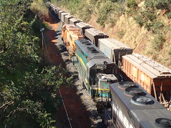 17515 DDM45 #834 + BB40-2 #8141 do trem X743 durante a ultrapassagem pelo trem C744. Uberlndia MG (Johannes J. Smit) Tags: brasil vale trens fca vli