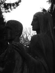 Friedhof Hamburg-Ohlsdorf (carovonhasenhuegel) Tags: friedhof hamburg ohlsdorf schwarzweis