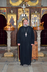Kotor, priester in de orthodoxe St. Lucaskerk (1195), Montengro juni 2014 (wally nelemans) Tags: icons priest montenegro 2014 kotor priester stlukeschurch iconen stlucaskerk crkvasvluke