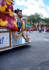 t! (Arimm) Tags: street people dance costume crowd ground disney parade disneyworld minnie float arimm