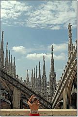 Tra le Guglie del Duomo... (rogilde - roberto la forgia) Tags: roof milan up corner tetto expo milano duomo prospettiva geometrie linee angoli guglie rogilde robertolaforgia