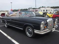 1967 Mercedes-Benz 250 SE Convertible (splattergraphics) Tags: mercedes convertible mercedesbenz 1967 carshow 250se huntvalleymd worldcars huntvalleytownecentre huntvalleyhorsepower
