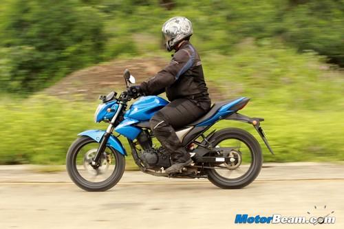 2014-Suzuki-Gixxer-38
