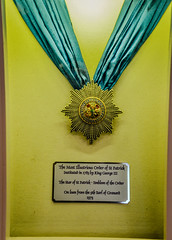 Star of St Patrick medal displayed in St Patrick's Hall in the State Apartments at Dublin Castle - Dublin Ireland (mbell1975) Tags: ireland dublin irish castle st by museum emblem star hall george europe king gallery apartments order museu state iii fine arts royal patrick eu palace irland eire muse medal na musee queen merit british museo patricks residence schloss chteau displayed muzeum irlanda irlande residenz finearts knig the beaux beauxarts mze bhaile gallerie ire 1783 cliath caislen knigliche tha poblacht airlann hireann