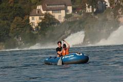 Schlauchboot Sevylor Caravelle K105 ( Gummiboot ) unterwegs auf dem Rhein ( Fluss - River - Hochrhein ) unterhalb des Rheinfall ( Wasserfall - Waterfall ) bei Neuhausen am Rheinfall und Laufen im Kanton Schaffhausen und Zrich in der Schweiz (chrchr_75) Tags: chriguhurnibluemailch christoph hurni schweiz suisse switzerland svizzera suissa swiss chrchr chrchr75 chrigu chriguhurni 1409 september 2014 hurni140916 september2014 rhein rhin reno rijn rhenus rhine rin strom europa albumrhein fluss river joki rivire fiume  rivier rzeka rio flod ro