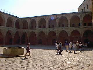 Khan al-Umdan, Acre