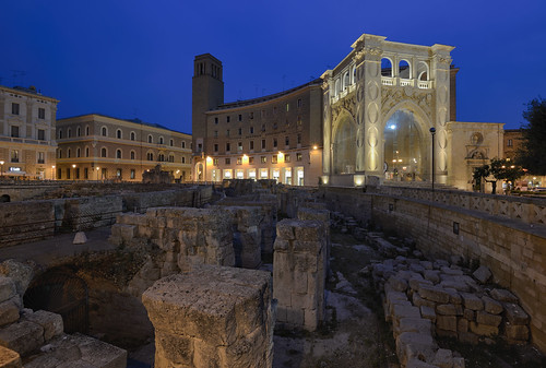 italia puglia lecce anfiteatroromano piazzasantoronzo... (Photo: Paolo Dell'Angelo (journey to Italy) on Flickr)