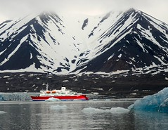 Spitsbergen in the ice and rain (rogerfscott) Tags: bear expedition svalbard ms polar spitsbergen realm