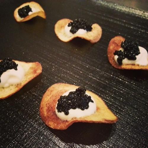 #BlackCaviar #CremeFresh & #handmade #potatoechips