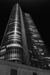 Lake Point Tower (chrisar676) Tags: blackandwhite bw usa chicago america skyscraper us blackwhite illinois unitedstates sony unitedstatesofamerica sw amerika hochhaus lakepointtower hochhäuser schwarzweis vereinigtestaatenvonamerika johnheinrich georgeschipporeit sonydscrx100m3