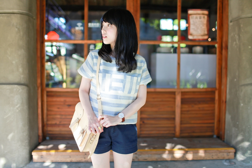 dahlia-stripe-top-cambridge-satchel-uniqlo-shorts-4
