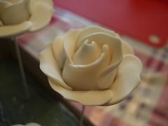 Sugarpaste - Rose ( edable ) homemade (Nayrunia) Tags: flower rose blume fondant weis verzierung edable verzieren motivtorte bltenpaste zuckerpaste