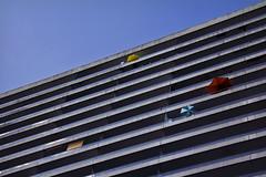 Beach party - 1 (Spock2029) Tags: building canon bleu ciel parasol immeuble 60d