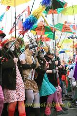 Carnaval de Dunkerque 2012 (Saint-Pol sur Mer) (louis.labbez) Tags: dunkerque travesti déguisé déguisement fete danse malo jean bart rigodon nord joyeuses chahut musique chant perruque parapluie chapeau carnaval maquillage maquillé labbez hat bousculade foule groupe
