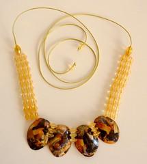 Maxicolar (Ione logullo(www.brechodeideias.com)) Tags: pet artesanato colares decoupage garrafas pedrarias maxicolares
