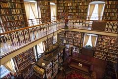 2013-10_DSC_6329 copy (Réal Filion) Tags: vieuxquébec québec canada tradition architecture old ancien bibliothèque library livre book quebeccity