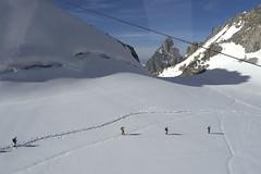 Chamonix, massif du Mont-Blanc, glacier du Géant (Ytierny) Tags: france horizontal neige chamonix crevasse montblanc glace alpinisme randonnée hautesavoie valléeblanche randonneur eté sérac helbronner cordée massifdumontblanc hautemontagne glacierdugéant alpesdunord ytierny
