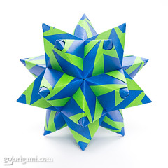 60° Origami Modular (Maria Sinayskaya) Tags: 10010 15cmdoublesided 3dorigamistar daiyoshiko folded kamipaperduocolorcolor kusudama mariasinayskaya modularorigami origami origamipolyhedron origamispikes origamistar square мариясинайская